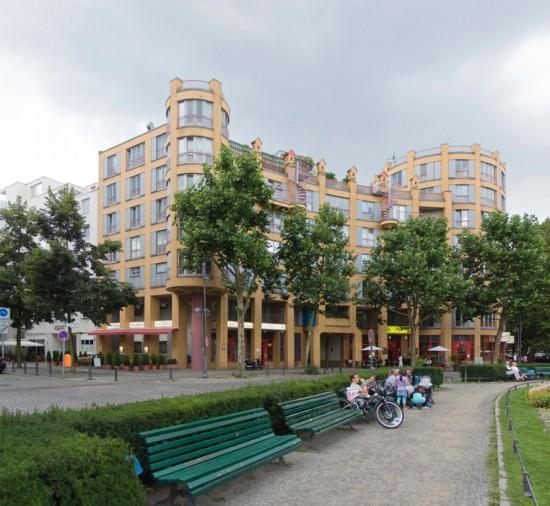 4: Prager Platz, Wohnbebauung • Prager Platz 4/5 • Gottfried Böhm • Block 130 • Zustand Juli 2012 • Foto: Gunnar Klack