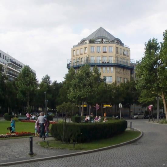 Wohn- und Geschäftshaus Prager Straße 11/Motzstraße 90–94, Rob Krier, Zustand Juli 2012; Foto: Gunnar Klack