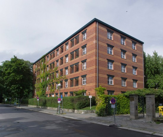 7: Stadtvillen an der Rauchstraße • Thomas-Dehler-Straße 7 • Aldo Rossi • Block 189 • Zustand Juli 2012 • Foto: Gunnar Klack