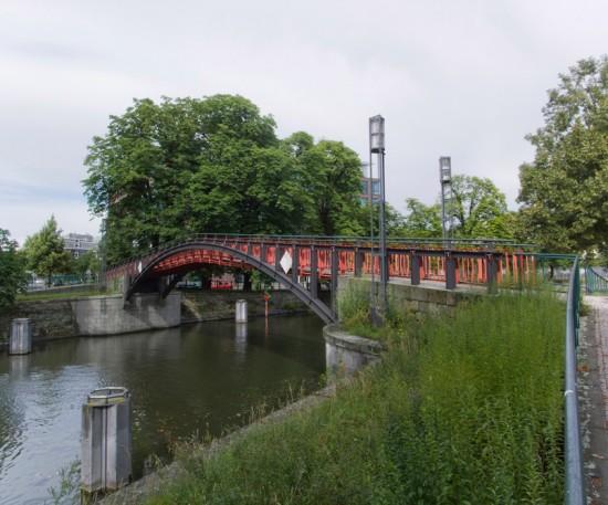 9: Hiroshimasteg, Wiederaufbau der Brücke über dem Landwehrkanal • zwischen Lützowufer und Reichpietschufer • Klaus Theo Brenner/Benedict Tonon • Zustand Juli 2012 • Foto: Gunnar Klack