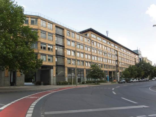 18: Wohnpark am Lützowplatz, Bürobau • Einemstraße 20–26 • Heinz Hilmer/Christoph Sattler • Block 234 • Zustand Juli 2012 • Foto: Gunnar Klack