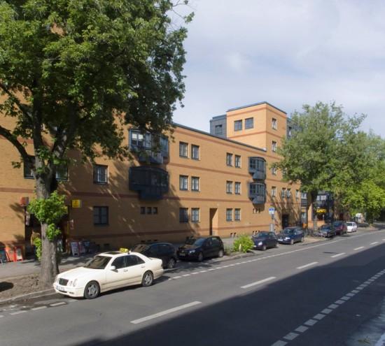 24: Torhäuser an der Lützowstraße • Lützowstraße 43–51 • Gregotti Associati – Vittorio Gregotti • Block 647 • Zustand Juli 2012 • Foto: Gunnar Klack