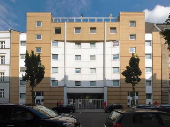 53: Wohnhaus • Dessauer Straße 30/31 • Klaus Effenberger • Block 7 • Zustand Juli 2012 • Foto: Gunnar Klack