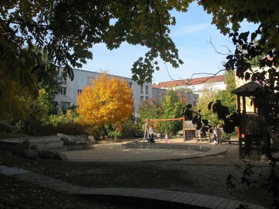 Spielplatz Lützowstraße 43, Zustand Oktober 2012; Foto: Dirk Kaden