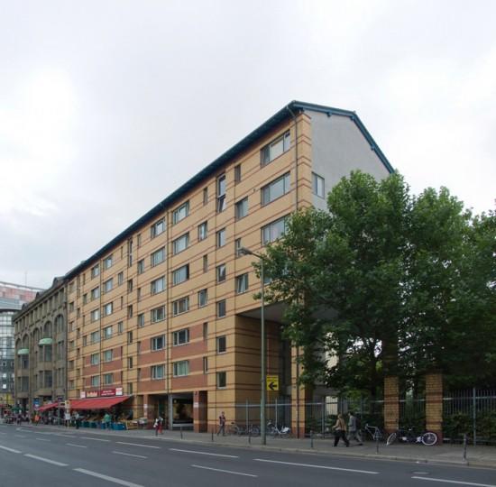 75:Wohn- und Geschäftshäuser • Kochstraße 12–14, Kochstraße 7a • Dietmar Grötzebach/Günter Plessow/Reinhold Ehlers • Block 10 • Zustand Juli 2012 • Foto: Gunnar Klack