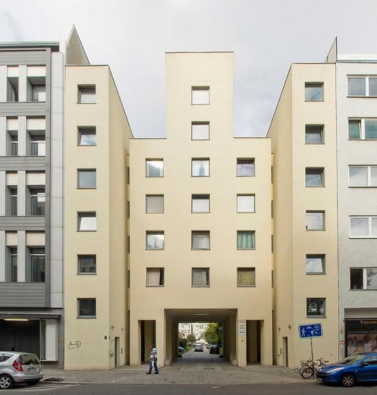 """Wohnhaus """"Tor- und Uhrenhaus"""", Friedrichstraße 234, John Hejduk, Kontaktarchitekt Moritz Müller, Zustand Juli 2012; Foto: Gunnar Klack"""