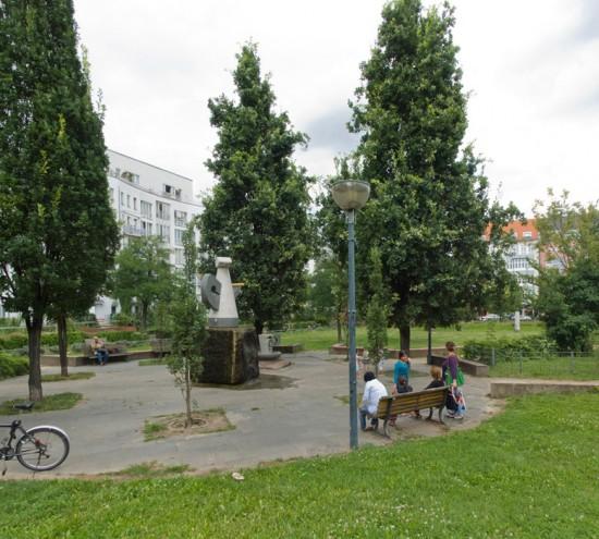 81:Erholungspark/Theodor-Wolff-Park • Friedrichstraße 238–244, Wilhelmstraße 8/10 • Regina Poly/Dieter Pfannenstiel • Block 20 • Zustand Juli 2012 • Foto: Gunnar Klack