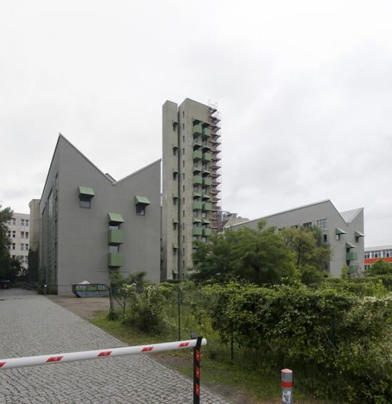 Wohnbebauung mit Atelierturm, John Hejduk, Kontaktarchitekt Moritz Müller mit Diethard Engel, Zustand Juli 2012; Foto: Gunnar Klack