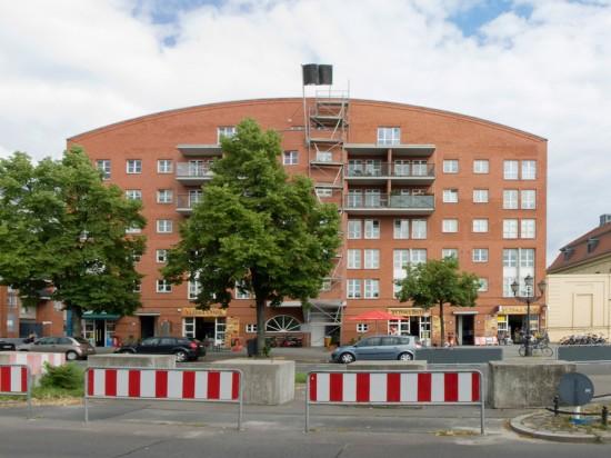 Wohnpark am Berlin Museum, Wohnhaus Lindenstraße 15–17, Werner Kreis/Peter Schaad/Ulrich Schaad, Straßenseite, Zustand Juli 2012; Foto: Gunnar Klack