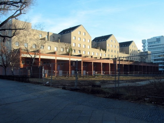 Wohnblock Lützowplatz 2–18, Hofansicht, Zustand März 2012; Foto: Dirk Kaden