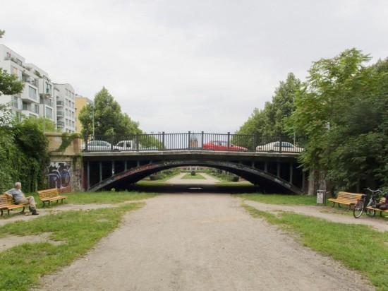 108: Ehemaliger Luisenstädtischer Kanal (nördlicher Teil/Mittelteil) • Oranienplatz, Erkelenzdamm, Segitzdamm • Christof Luz/Reinhard Hanke • Zustand Juli 2012 • Foto: Gunnar Klack