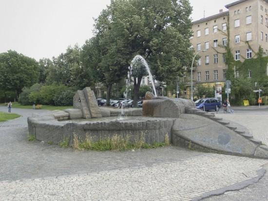 Oranienplatz, Drachenbrunnen von Wigand Wittig, Zustand Juli 2012; Foto: Gunnar Klack