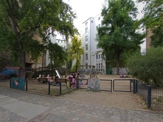 112: Instandsetzung und Modernisierung, Spielplatz • Naunynstraße • zahlreiche Planer und Projektpartner • Block 76 • Zustand Juli 2012 • Foto: Gunnar Klack