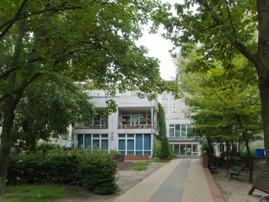 113: Kindertagesstätte • Leuschnerdamm 33–39 • Urs Kohlbrenner/Eva-Maria Jockeit-Spitzner • Block 76 • Zustand Juli 2012 • Foto: Gunnar Klack