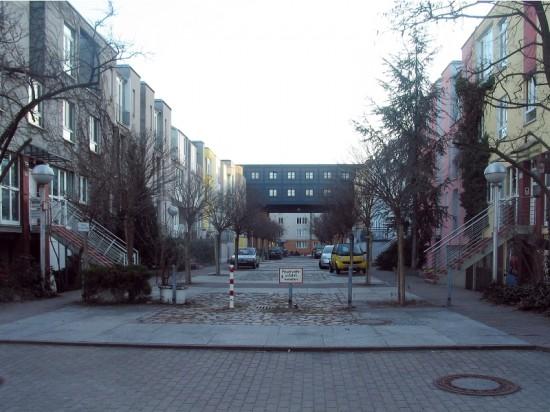 Stadthäuser Lützowstraße, Blick in die Gasse A, Zustand März 2012; Foto: Dirk Kaden