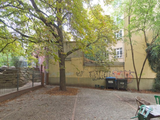 126: Kindertagesstätte in einer ehemaligen Remise • Dresdener Straße 14 • Block 81 • Zustand Juli 2012 • Foto: Gunnar Klack