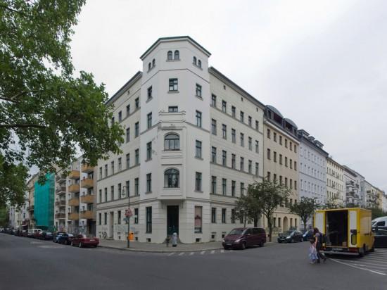 139.2: Instandsetzung und Modernisierung • Mariannenplatz, Muskauer Straße • zahlreiche Planer und Projektpartner • Block 94 • Zustand Juli 2012 • Foto: Gunnar Klack