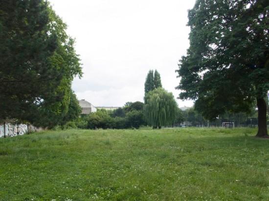 141: Park am Oberstufenzentrum • Köpenicker Straße, Zeughofstraße • Hannelore Kossel • Block 119 • Zustand Juli 2012 • Foto: Gunnar Klack