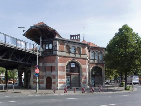 142: Stadtteiltreffpunkt im U-Bahnhof, Restaurierung des Bahnhofsgebäudes Schlesisches Tor • Planungskollektiv Nr. 1/Helmut Maier • Zustand Juli 2012 • Foto: Gunnar Klack