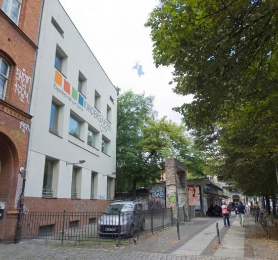 145: Kindertagesstätte • Schlesische Straße 3/4 • Álvaro Siza Vieira • Block 121 • Zustand Juli 2012 • Foto: Gunnar Klack