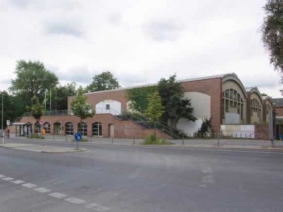 151: Flatow-Sporthalle auf der Lohmühleninsel • Vor dem Schlesischen Tor 1 • Stephan Dietrich •Block 125 • Zustand Juli 2012 • Foto: Gunnar Klack