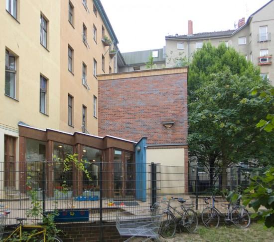 156: Kinderkrippe • Oppelner Straße 21/22 • Werkfabrik, Robert Löw • Block 131 • Zustand Juli 2012 • Foto: Gunnar Klack