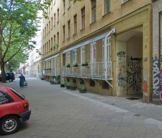 157: Kinderkrippe • Lübbener Straße 6/7 • Renate Bonn/Josef Bonn, Lutz Watzke • Block 130 • Zustand Juli 2012 • Foto: Gunnar Klack