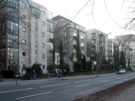 Energiesparhäuser Lützowufer 1A–5A, Straßenansicht, Zustand März 2012; Foto: Dirk Kaden