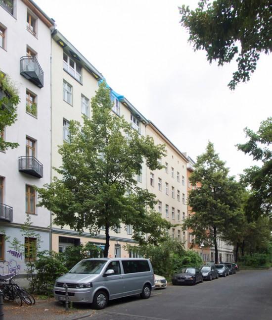 166: Instandsetzung und Modernisierung • Forster Straße 16–21 • Joachim Schmidt •Block 145 • Zustand Juli 2012 • Foto: Gunnar Klack