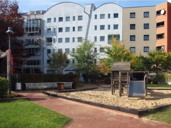 Wohnhof mit Spielplatz Lützowplatz 1-5, Zustand Oktober 2012; Foto: Dirk Kaden