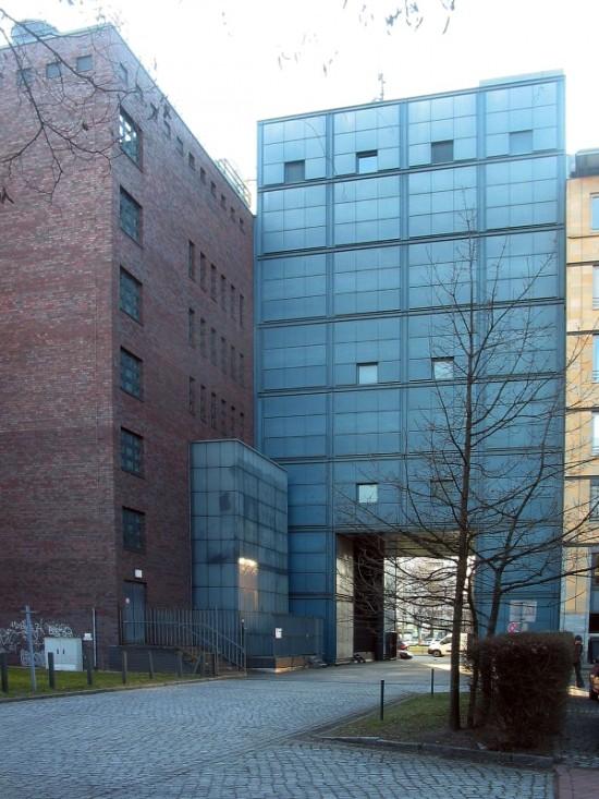 Umspannwerk Einemstraße 18, Hofansicht, Zustand März 2012; Foto: Dirk Kaden