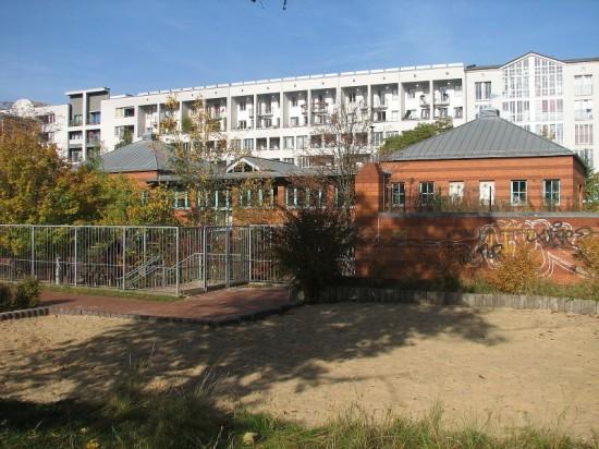 Kindertagesstätte, Hofansicht, Zustand Oktober 2012; Foto: Dirk Kaden