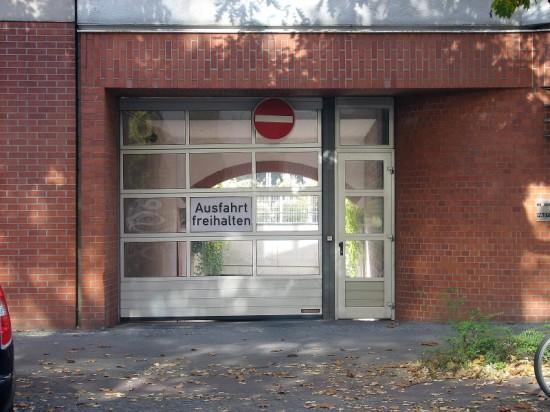 Wohnhaus Lützowstraße 58/59, Zufahrt zur Tiefgarage, Zustand Oktober 2012; Foto: Dirk Kaden