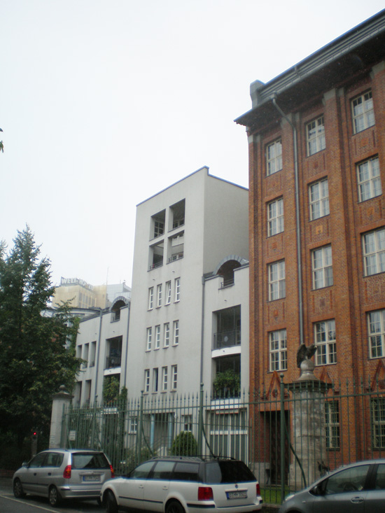 Wohnanlage Ritterstraße-Nord, Block 28, Haus 28.12 /Feilnerstraße 7 (Benzmüller+Wörner), Anschlussgebäude zur ehemaligen Reichsschuldenverwaltung, Zustand Juli 2011; Foto: Marina Bereri
