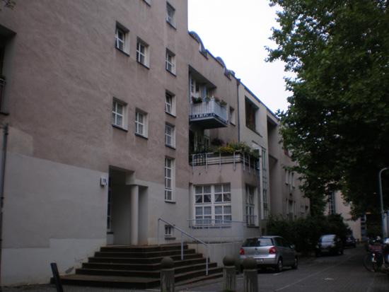 Wohnanlage Ritterstraße-Nord, Block 31, Haus 31.10/Ritterstraße 59A/B (Benzmüller/Wörner), Haus 31.9/Ritterstraße 59 (Brandt, Heiß, Liepe, Steigelmann), Zustand Juli 2011; Foto: Marina Bereri