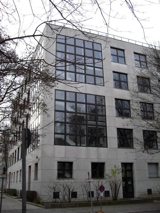 Gebäudeecke mit Treppenhaus, Zustand Dezember 2011; Foto: Tina Kühn
