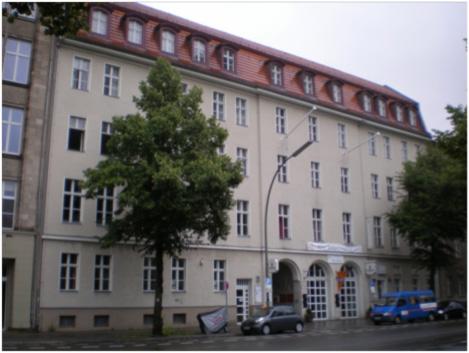 Heutige Ansicht des Gebäudes, Zustand Juli 2011; Foto: Marina Bereri