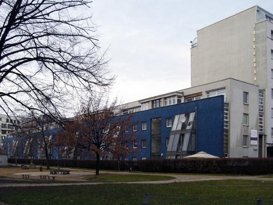 """Wohnen an der Grünpassage """"Stresemann-Mews"""", Ansicht von Südosten, Zustand Dezember 2011; Foto: Tina Kühn"""