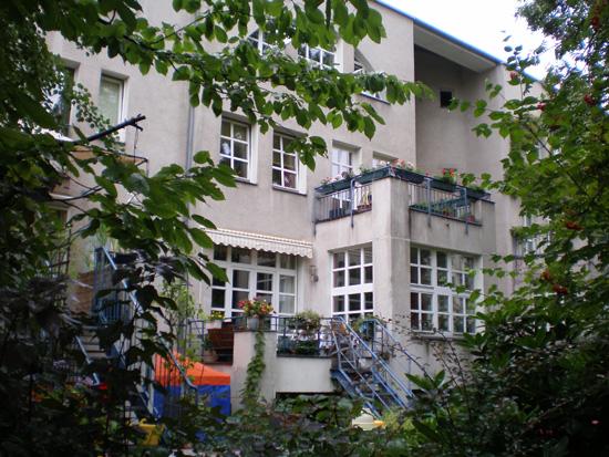 Block 31, Ritterstraße 56a, Haus 31.14 (Brandt, Heiß, Liepe, Steigelmann), Hofseite, Zustand Juli 2011; Foto: Marina Bereri