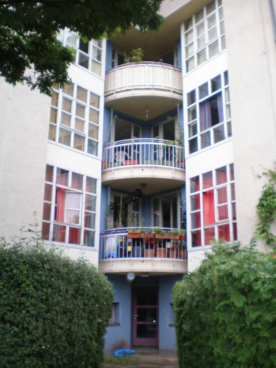 Block 31, Feilnerstraße 1, Haus 31.4 (Ganz+Rolfes), Hofseite, Zustand Juli 2011; Foto: Marina Bereri
